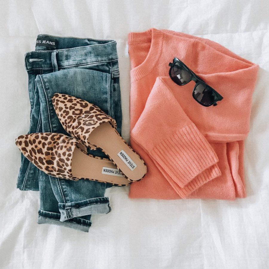 Jean y jersey color coral con leopardo