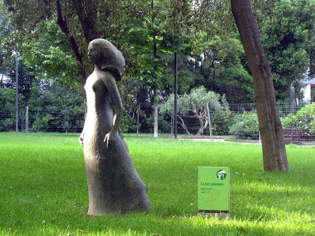 escultura La ben plantada, d'Eloïsa Cerdan en el Turó Parc de Barcelona