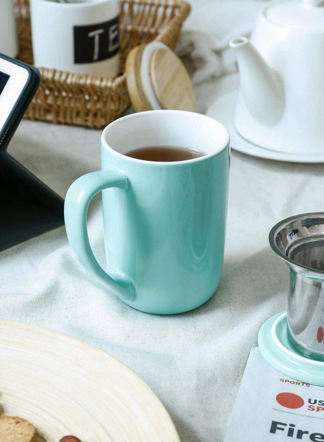 Taza bonita para tomar café en la oficina